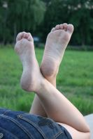 Lea's cute bare feet 004 by foot-portrait