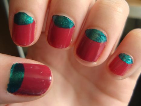 green and red nails by luminousleopard