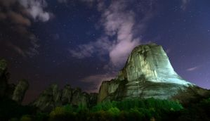 Meteora at night by rwetzel