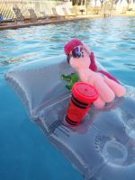 (MLP)Pinkie and Gummy's Relaxing Summer by KrazyKari