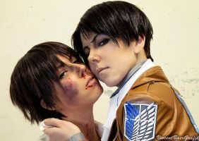 Eren x Levi - Attack on Titan - Cosplay by K-I-M-I