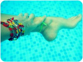 Hand/foot underwater by uidarbra
