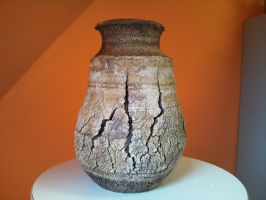 cracked vase by mariezonnetje