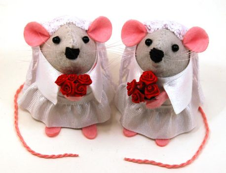 Mrs and Mrs Mouse by The-House-of-Mouse