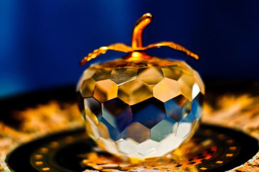 Glass apple 2.0 by Solvic1