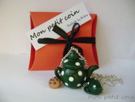 Green polka dot teapot by monpetitcoin