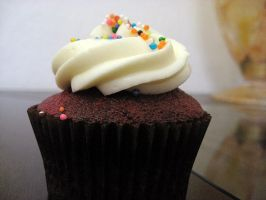 Red Velvet Cupcake by ai-chyan