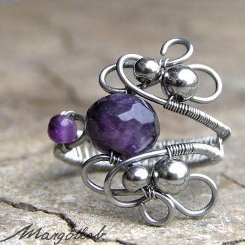 wire wrapped amethyst ring by margotkab