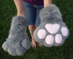 Grey puffy paws by Nevask