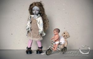 Esther's Toys by kamarza