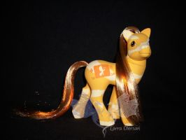 Colourswirl Butterscotch 01 by LarraChersan