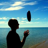 Frisbee by youngbeth