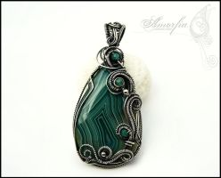 Green agate pendant by amorfia