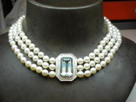 Custom order - Pearl necklace by nellyvansee