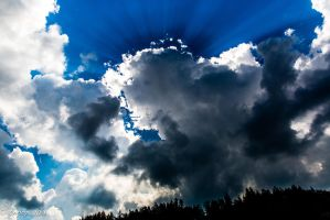 Sunrays at clouds 3 by tnhop