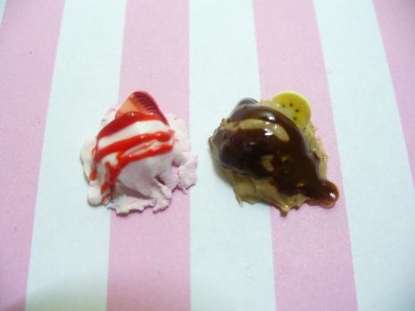 Ice cream Scoops (Strawberry and Chocolate Banana) by DeadlyDagon