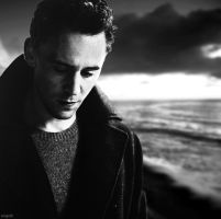 Tom Hiddleston by engolir