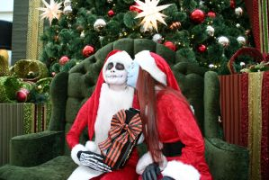 A kiss for Sandy Claws by Izin