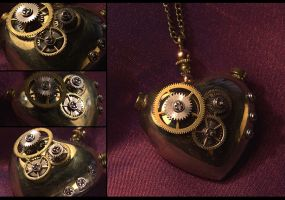 Steampunk Mechanical Heart III by hrekkjavakaastarkort