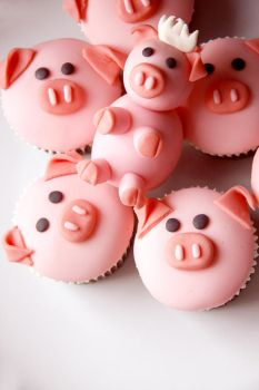 Piggy Cupcakes by A-Cheek