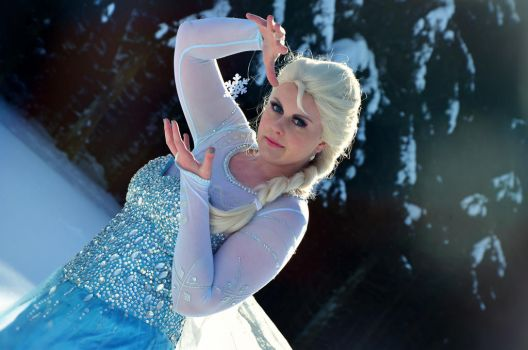 Queen Elsa of Arendelle - Frozen by Kekune