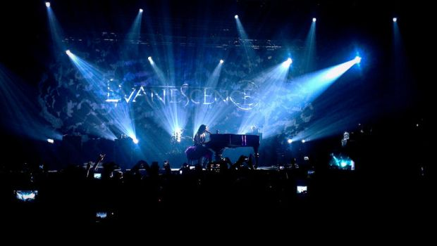 Evanescence live in Dubai 6 by 8xhx8