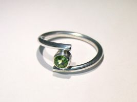 Sterling Silver bypass Peridot ring by Utinni
