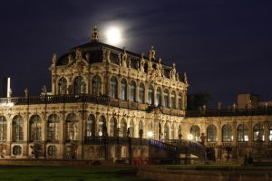 Zwinger palace at night by kla91