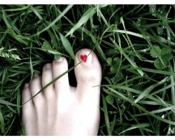If love is a foot. by mademoiselle-N