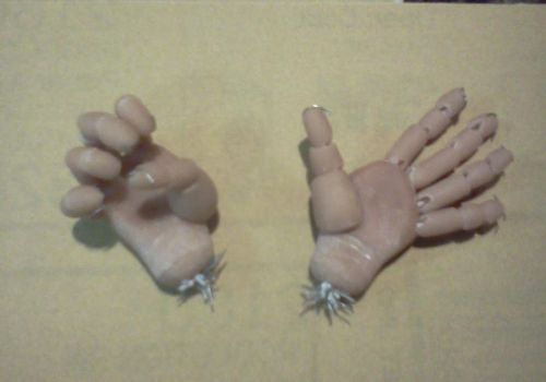 Attempt at articulated doll hands by Zavii-the-Jackal