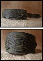 Celtic knot bracer by morgenland