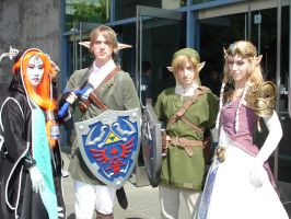 Fanime07: Zelda cosplayers by Asaphira