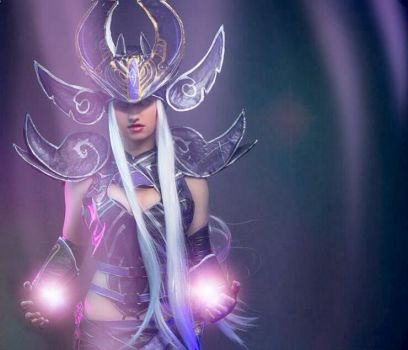 Syndra League of Legends Cosplay by FizCosplay