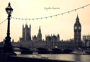 London Time by LaPupi