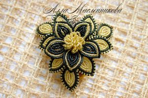 Flower Brouch by beadlady