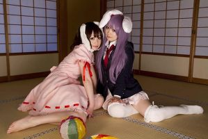 Tewi and Reisen cosplay by Shiizuku