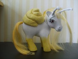 OOAK Custom Pony Hortensia by WonderGlow