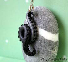 Tentacle necklace black silver in the dark Vers. B by Sakiyo-chan