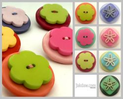Button Brooches by Becca-ca-ca