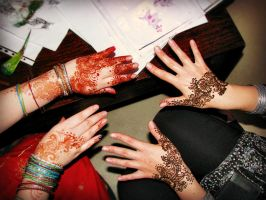 Hennaing in progress by cydienne