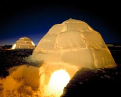Igloo's at night by abbagrabba