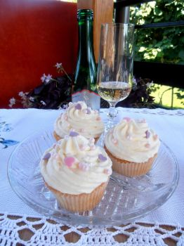 Champagne Cupcakes by anitaxlove
