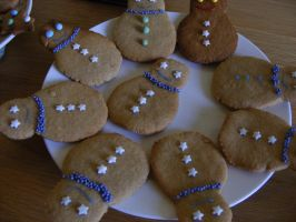 Gingerbread Snowmen by Charlotte-Holmes