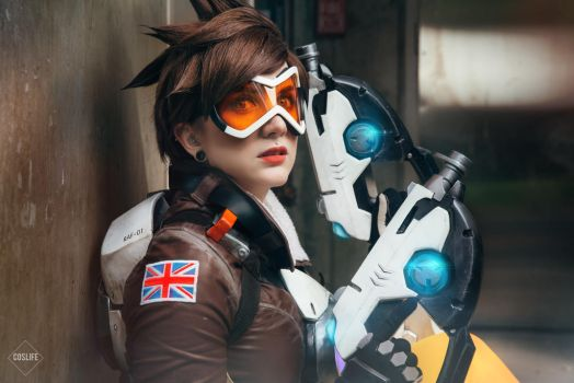 Tracer - Overwatch by Justicarsirena
