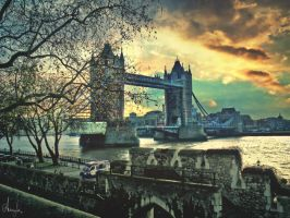 Tower Bridge by Anemyah