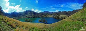 another view of Ranu Kumbolo by oddzoddy