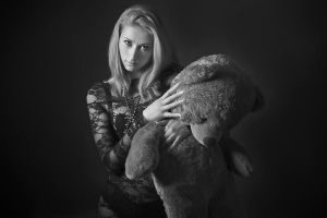 Magda and bear by fotomartinez