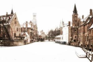 Winter in Bruges by floppyrom