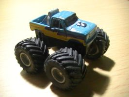 micro monster truck by EnriqueGomez