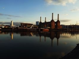 Reflection of Battersea Power Station by ezy94